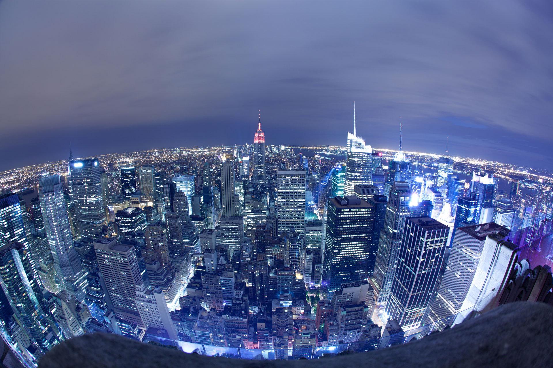 这是一个经济发展迅猛却又不失美景的城市—上海