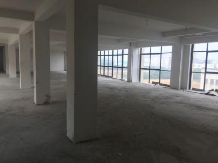 无锡新吴区大面积仓库,9000平可分租,位置好,有货梯