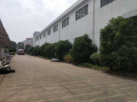 新区鸿山1300平米高12米带20吨行车标准机械厂房